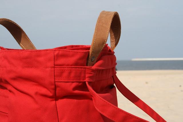 ビーチとバッグ