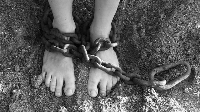 足を縛る鎖